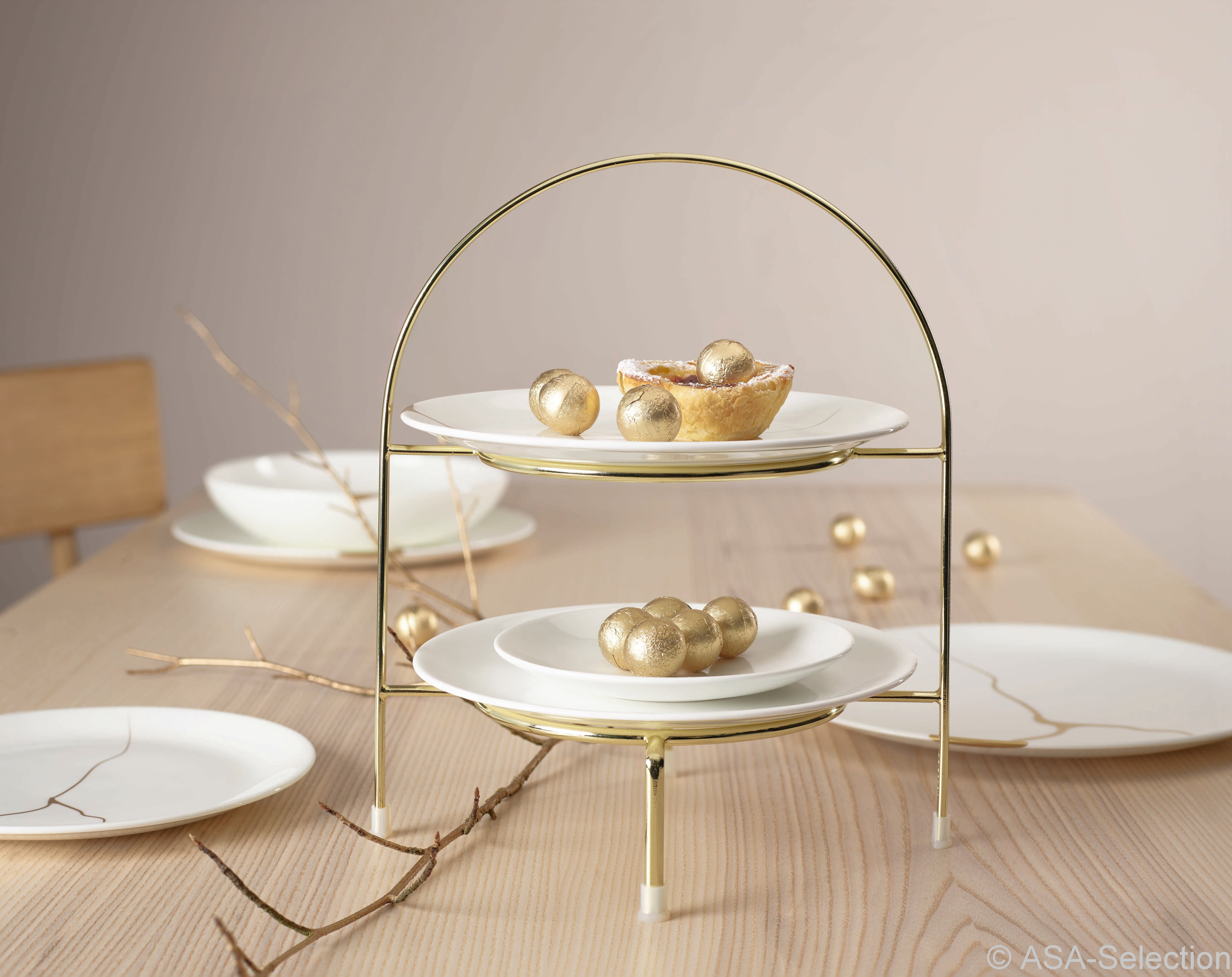 Atable-dOr-Gold-Etagere